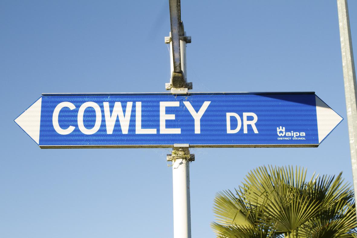 Cowley Dr post LR